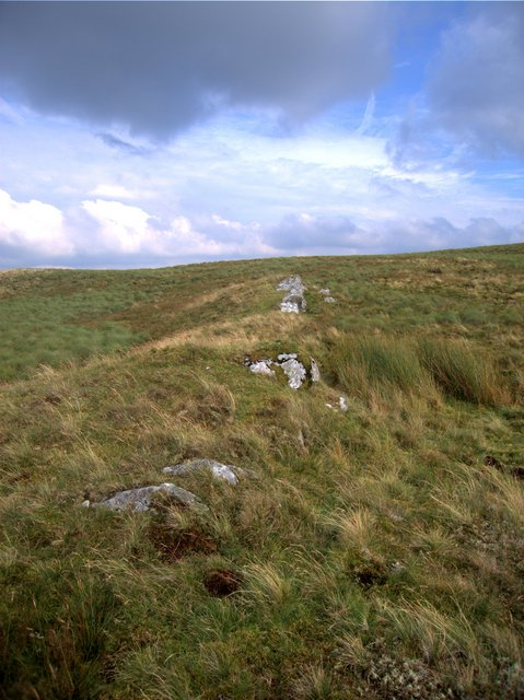 Rocks on the southern ridge of Garn Gron