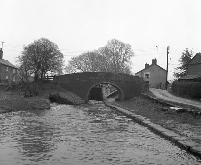 Grindley Brook Bridge 28, Llangollen Canal