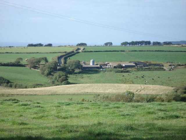Tregidreg Farm from near Castle Cenlas