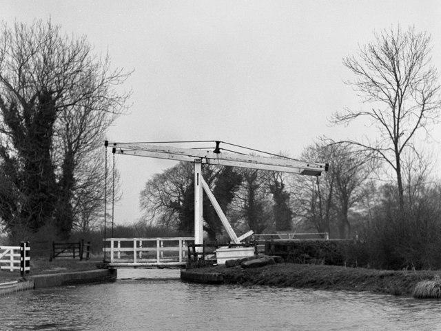 Tilstock Park Lift Bridge No 42, Llangollen Canal