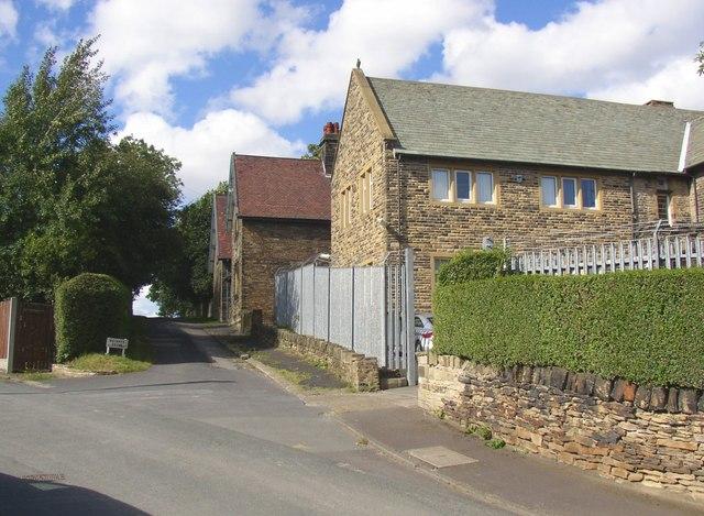 Private drive to Fieldhead, off Snelsins Road, Cleckheaton