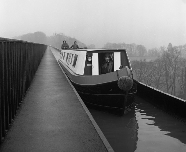 Crossing Pontcysyllte Aqueduct, Llangollen Canal