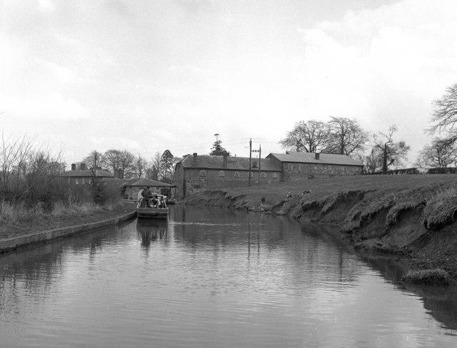 Approaching Ellesmere BWB yard, Llangollen Canal