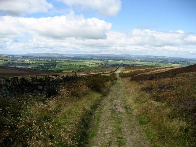 Pennine Way descending from Pinhaw