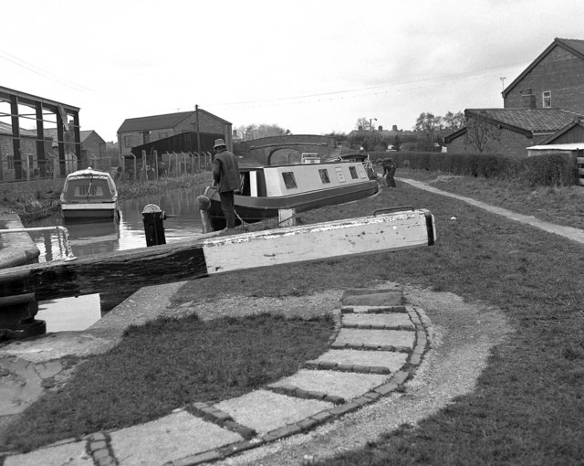 Waiting for Wardle Lock, Middlewich Branch