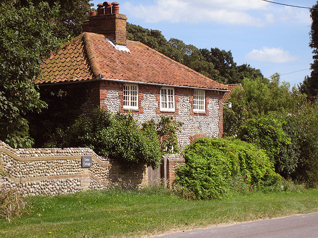 Swan Cottage near Swan Lodge on Holt - Cley road