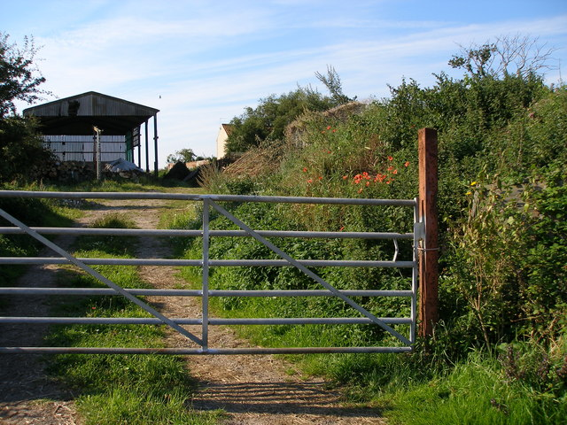 Gateway to track at rear of Mill Farm