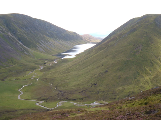 Looking down on Loch an Dùin from Bruthach na Craoibhe