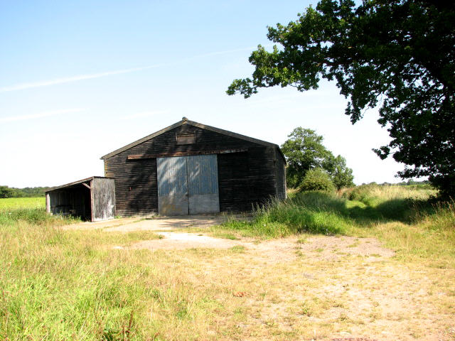 Shed and track near Manor Farm