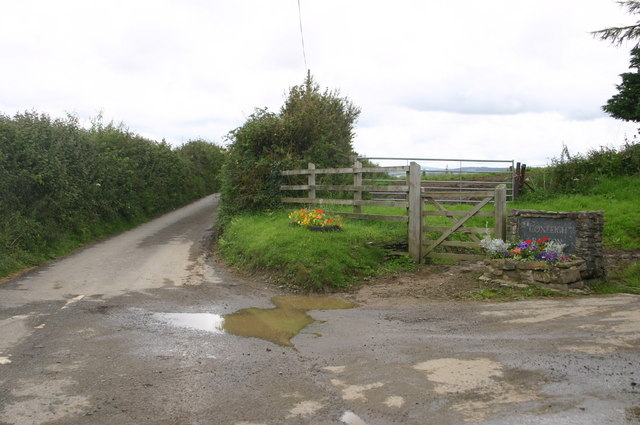 Minor road to Snapper at Coxleigh Barton farm entrance