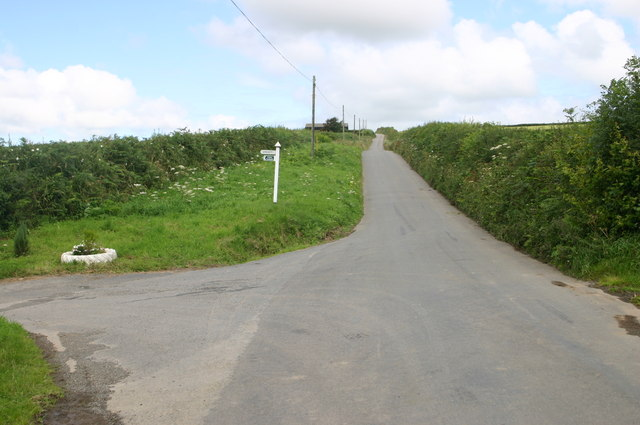 Minor road passes lane to Upcott