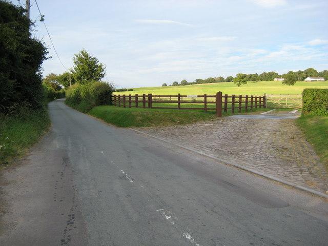 Lane to Aston off A51