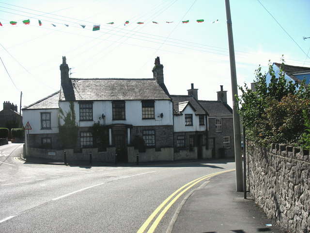 Road junction at sharp bend in the High Street