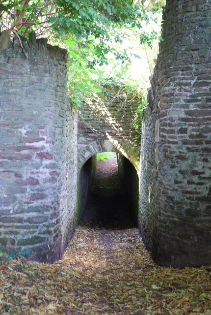 Footpath through tunnel, Iron Acton