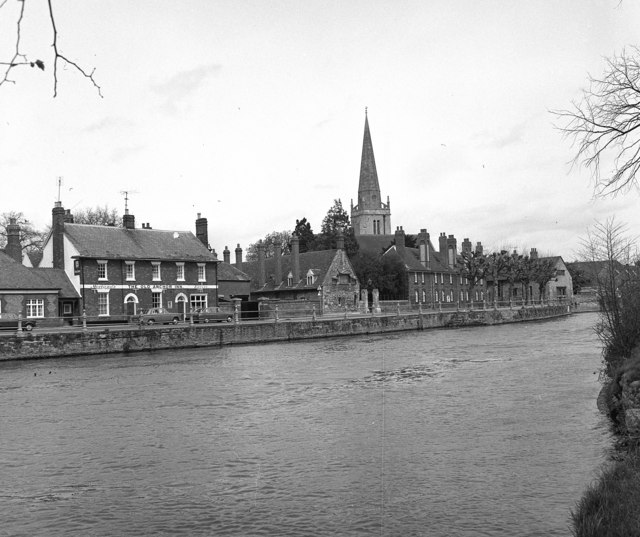 Abingdon: Riverside with 'Old Anchor Inn' and St. Helens Church