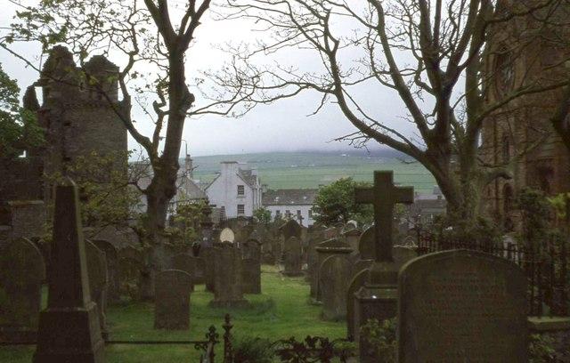 St Magnus churchyard