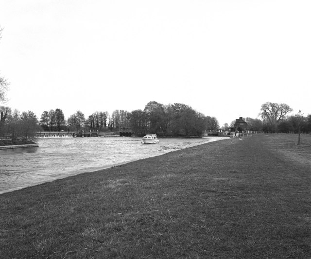 Abingdon Weir and Lock, River Thames