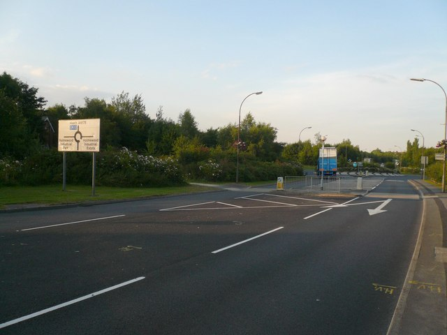 Holmewood - Approaching Heath Road Roundabout
