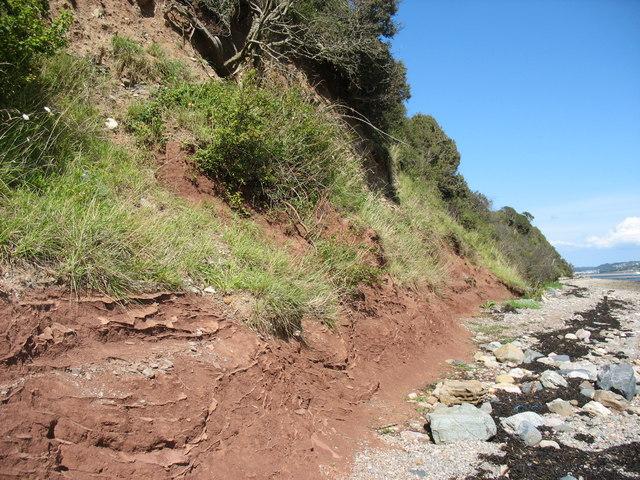 Reddish rocks in the cliff near Tal-y-Foel