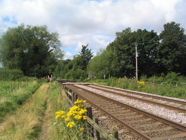 Footpath to Frisby crossing railway line