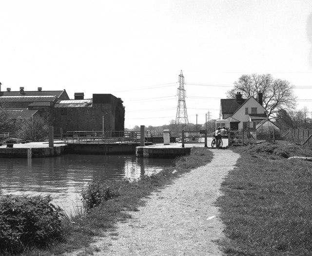 Sandford Lock, River Thames, from upstream