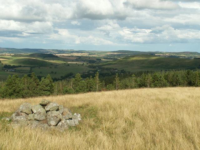Ingram Valley  from cairn near Ewe Hill