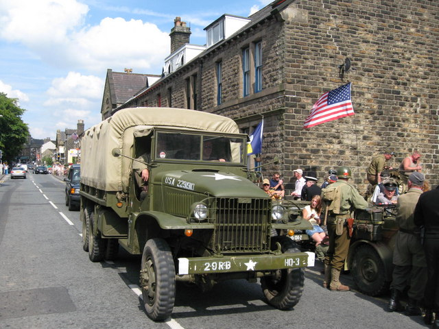 Yanks in the High Street Uppermill