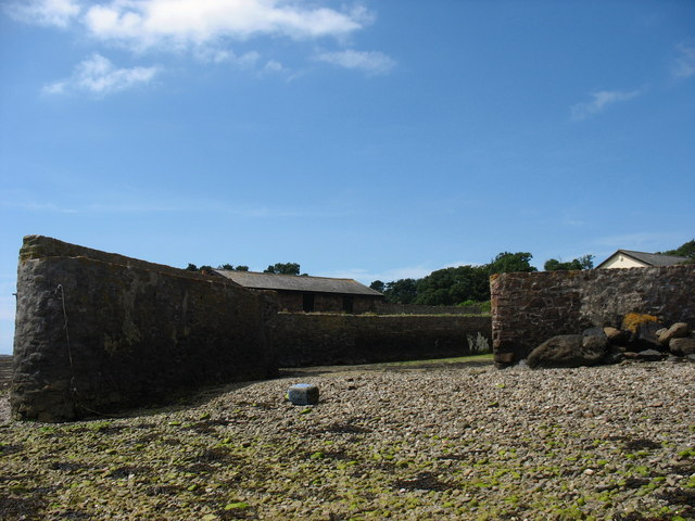 The entrance to the Plas Penrhyn private dock at low tide