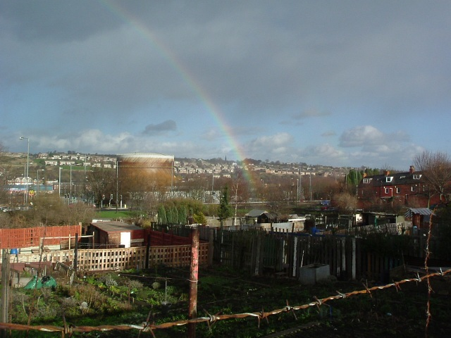 T'pot of gold's at t'other end, luv
