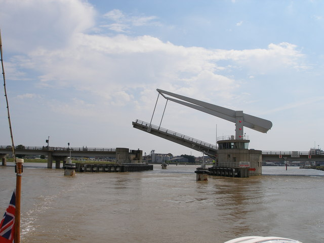 Breydon bridge closes after allowing the boat through