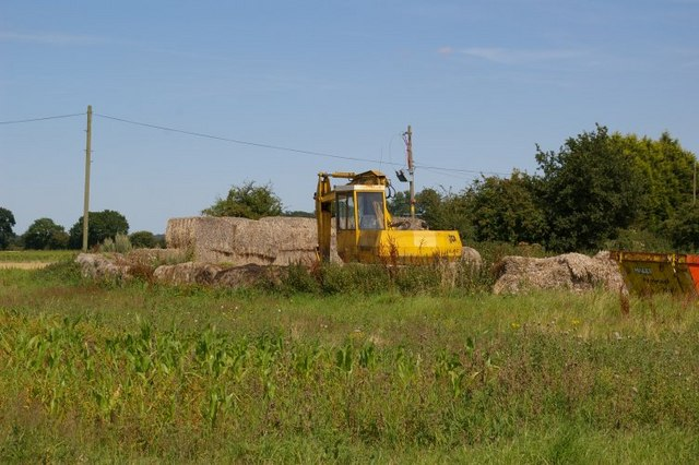 Straw bales and agricultural machinery