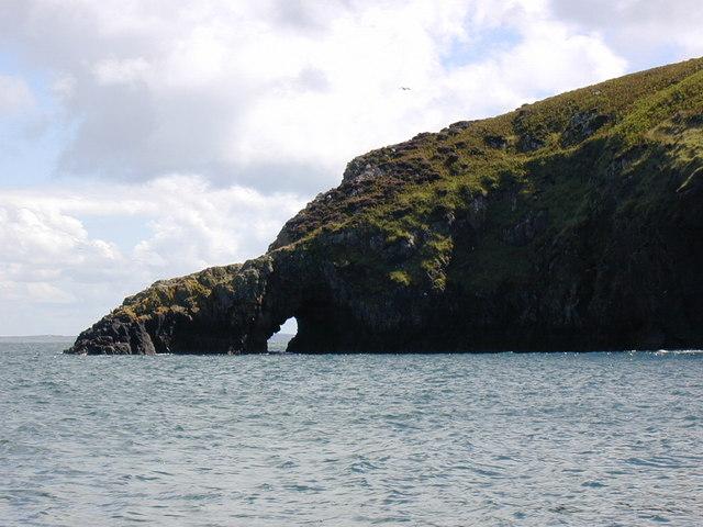Arch in headland at Penrhyn Twll, Ramsey Island