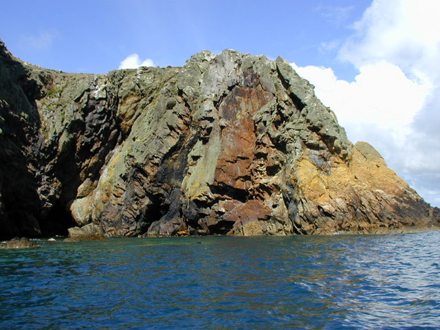 Penrhyn Twll from the south, Ramsey Island