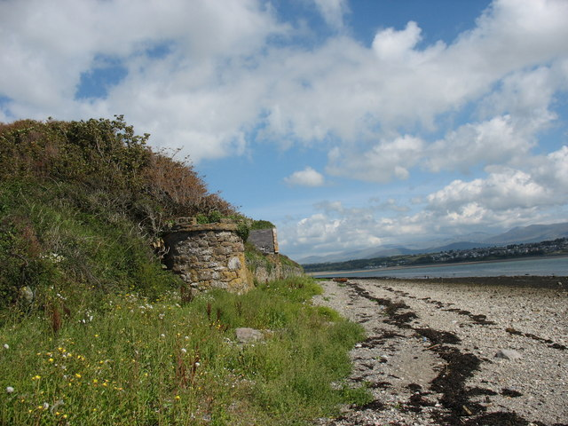 The beach wall of, and access to, Menaifron