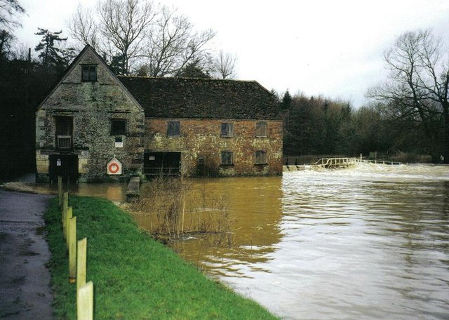 Sturminster Newton: the mill and flooded Stour