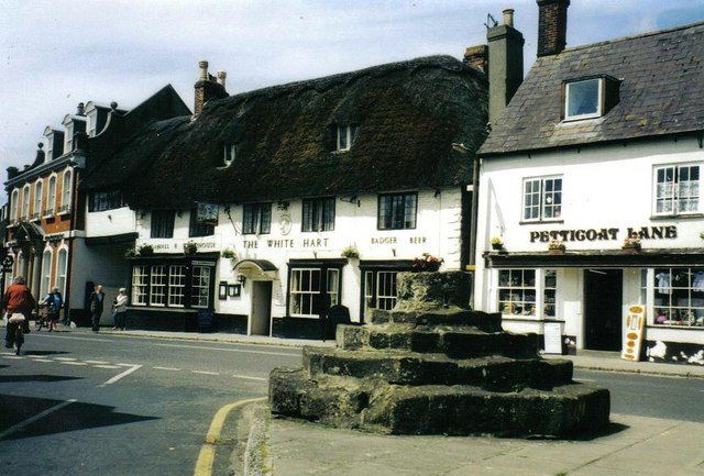 Sturminster Newton: the cross and the White Hart
