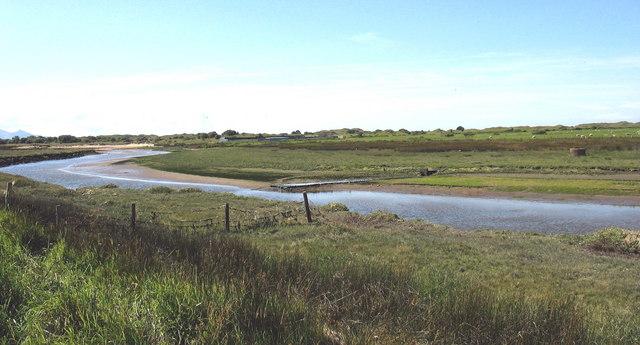 The confluence of the tiny Afon Rhos-ddu with Afon Braint