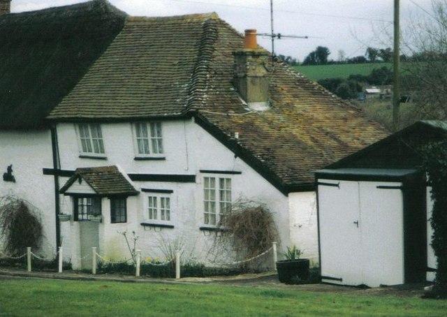 Tarrant Keyneston: higgledy-piggledy cottage