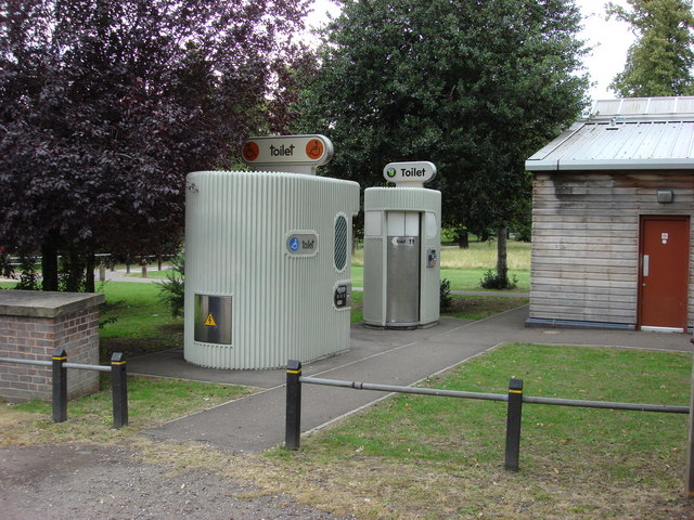 Toilets on Tooting Bec Common