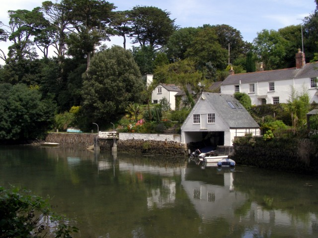 Cottages by the creek, Helford