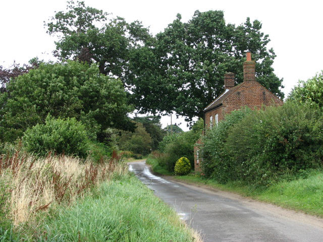 Crostwight Road past Foxhill Cottage