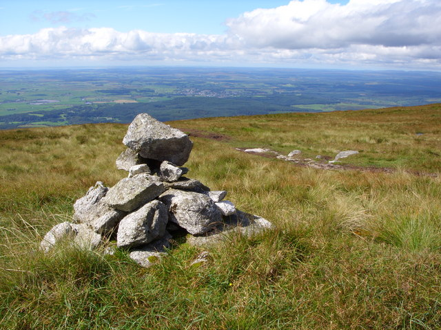 A wee marker Cairn beside the footpath