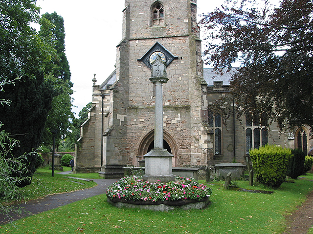 War memorial in St. Mary's churchyard, Newent