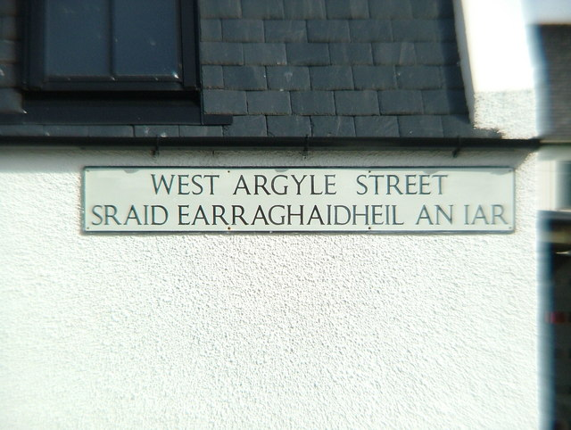 West Argyle Street sign in English & Gaelic