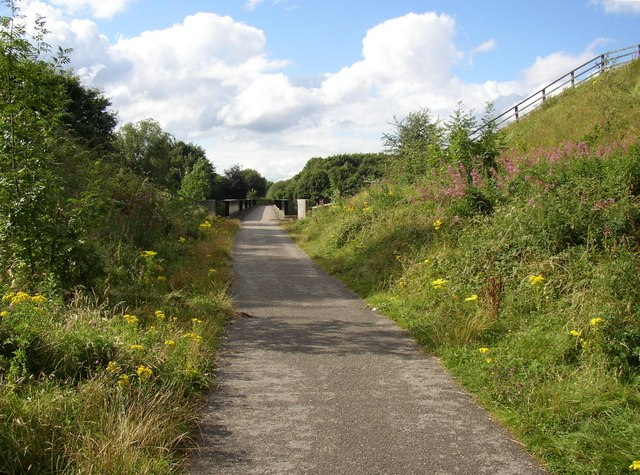 The Spen Valley Greenway approaching the M62 bridge, Cleckheaton