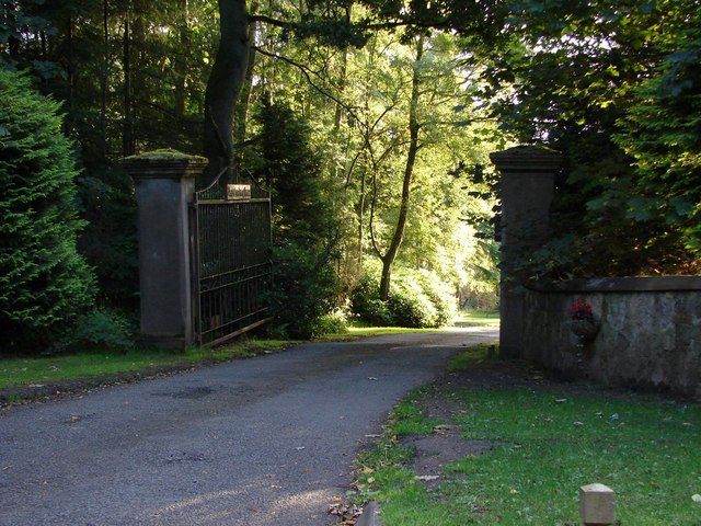Entrance gate to Lee Castle