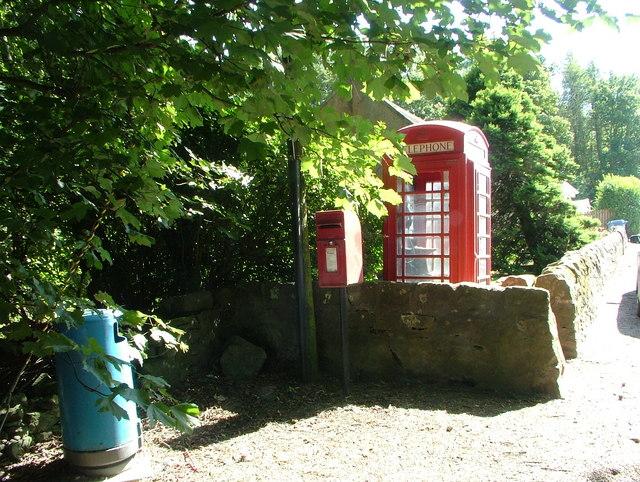Telephone kiosk in Dunino