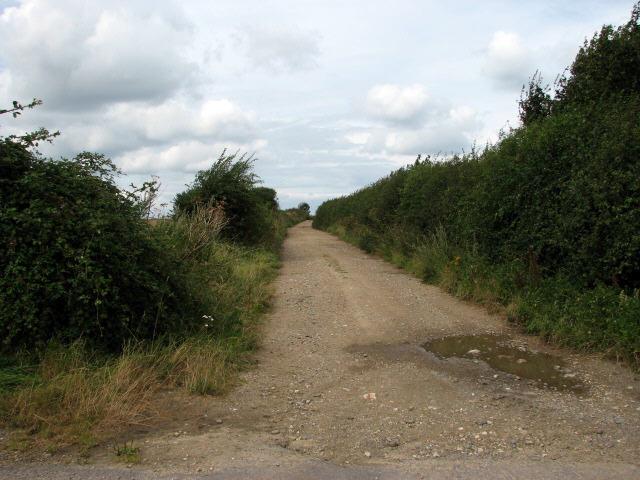Public footpath near Heath Lane