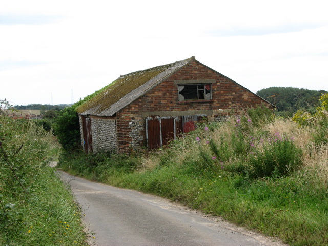 Dilapidated barn on Heath Lane