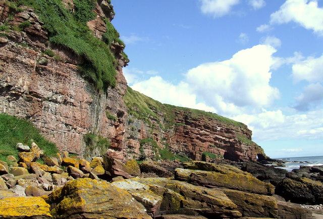Boulders under cliffs, Auchmithie